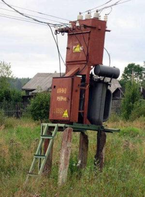 Старая трансформаторная подстанция на даче (СНТ)